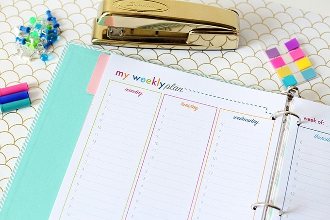 This super cute and functional student planner is filled with awesome free printables-- I am going to be so organized for school this year! Click through to the post to snag them!