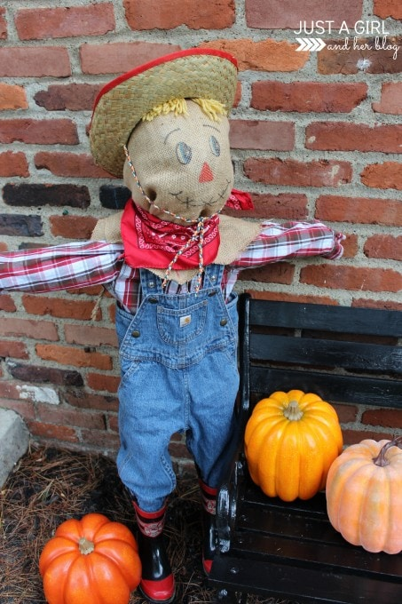 Spooky Outdoor Decor- A Cute Little SCAREcrow