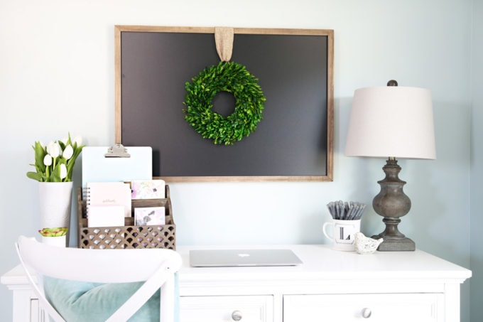 These simple habits will help you stay organized and be more productive, and they're so easy to implement into your daily routine!   productivity, habits, routines, organization, organized desk, organized home office