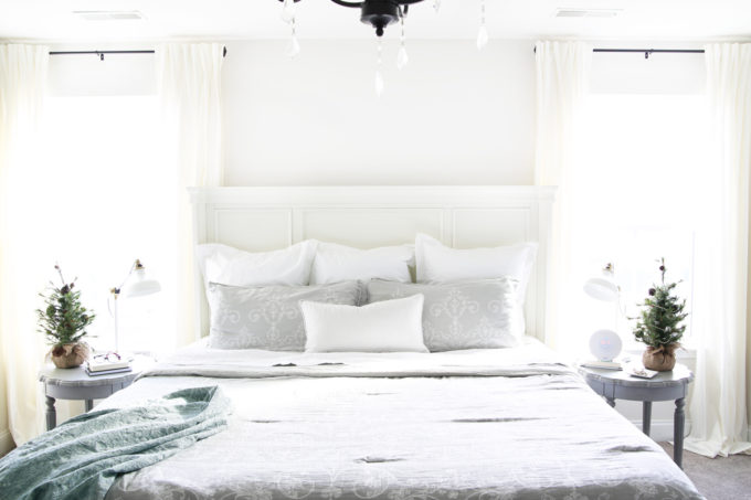 These simple habits will help you stay organized and be more productive, and they're so easy to implement into your daily routine!   productivity, habits, routines, organization, making the bed, master bedroom