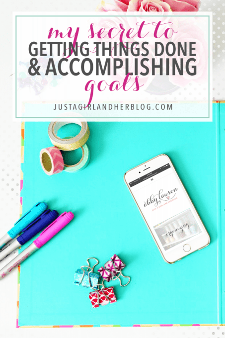Love this simple method for getting things done! I actually think I will end up reaching my goals with this! Click through to the post for details and free printables!