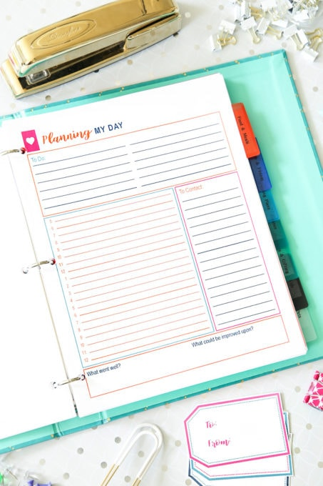 These simple habits will help you stay organized and be more productive, and they're so easy to implement into your daily routine! | productivity, habits, routines, organization, planning my day, time blocking, planning, free printables