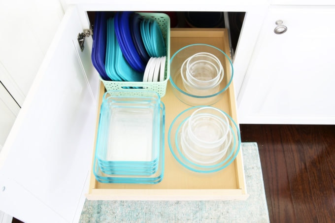 5 Reasons You're Failing at Organization- This post makes so much sense! I am making all of these organizational mistakes, and it's so helpful to know what to look out for! | productivity, planning, organize, organized, get organized, organize your life, declutter, decluttering, simplify, organizing Tupperware and food storage containers and Pyrex