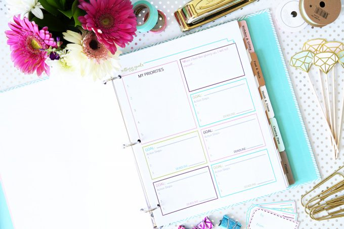 Set Goals that You'll Actually Accomplish - this post teaches you how to crush your goals this year! The free printable is cute too! Click through to the post to snag it!