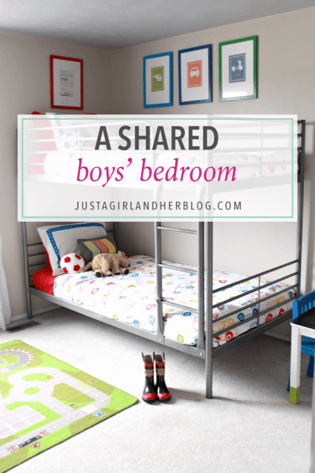 Love this super cute shared boys' bedroom for two brothers! She even gives free printable wall art! Click through to the post to snag it!