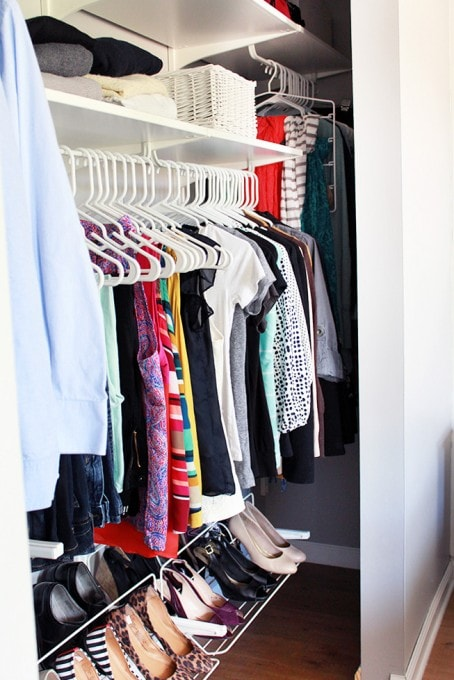 how to organize small bedroom closet