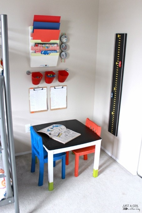 Love these 5 ways to maximize space in a shared kids' room! We would save so much space! Click through to the post to get some amazing space saving ideas!
