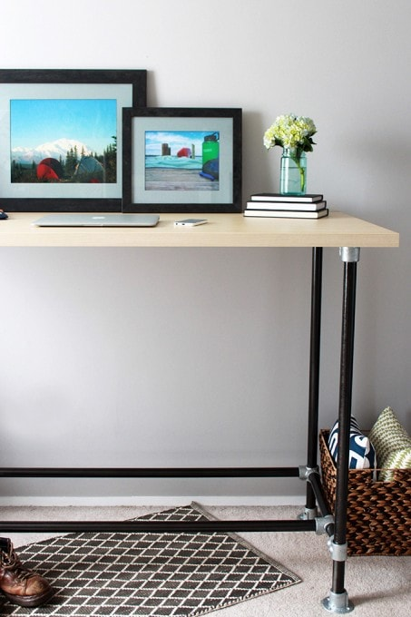 This method of making an industrial style standing desk is so much easier than other ways I've seen! Click over to the post to see how!