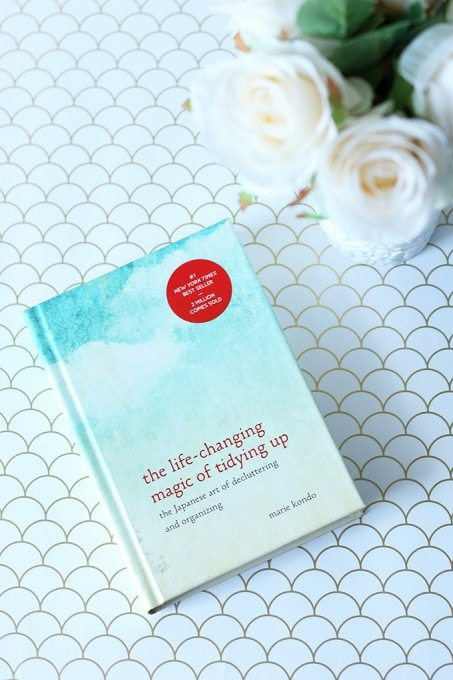 A thorough explanation of the KonMari Method of decluttering and tidying up! Click over to the post to get the details!