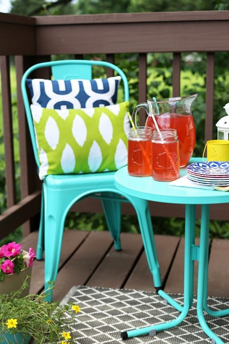 How to Decorate a Small Outdoor Space
