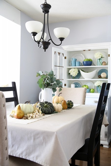 Love this beautiful fall home tour with lots of blues and greens! Pop over to the post to tour the whole gorgeous thing!