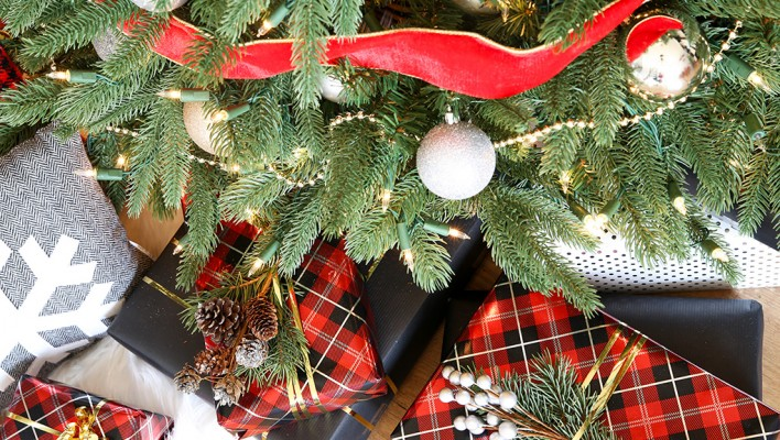 Our Classic Christmas Tree with Balsam Hill's 12 Bloggers of Christmas + a GIVEAWAY!