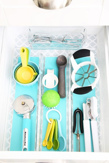 Awesome tips and tricks for organizing a small kitchen-- and proof that small kitchens can be beautiful too! Click through to the post for her amazing organization tips!