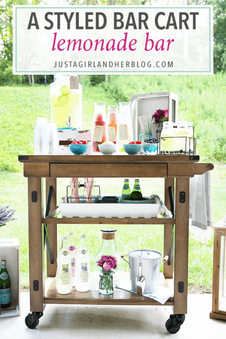 Love this beautiful lemonade bar for summer entertaining! Click through to the post to get sources for all of the cute items she used to set it up!