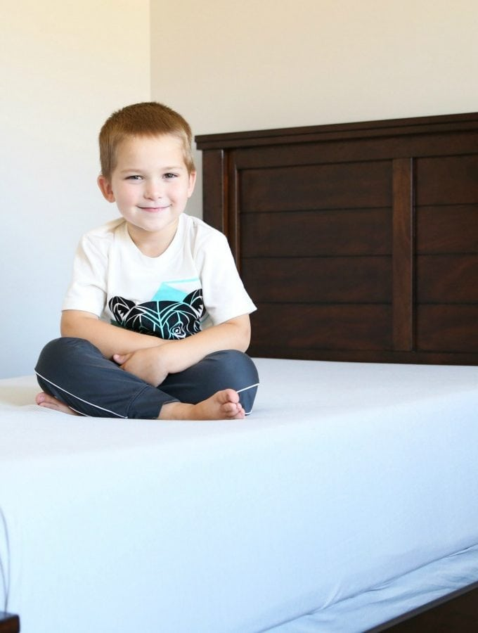 Love these adorable high - low options for kids' beds! Definitely pinning this for when we make over our kids' rooms! Click through to the post for sources!
