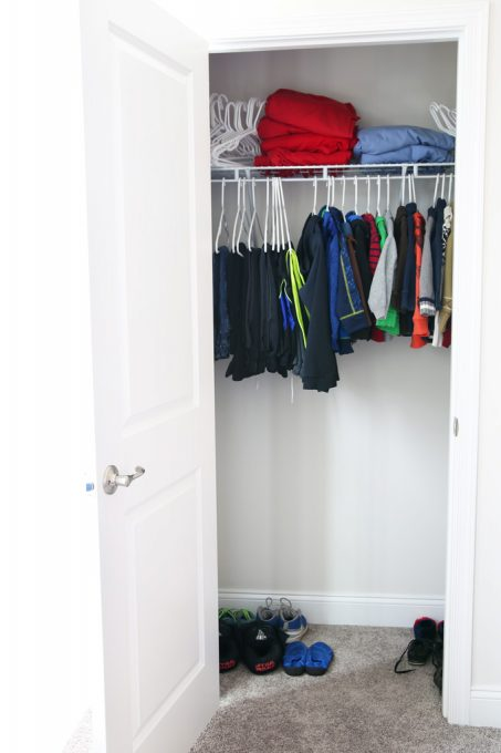 Home Decor- How to Create an Organized Kids' Closet. Love this post about creating an organized closet for a kids' room! She fit so much in a very small space! Click through to the post for details!