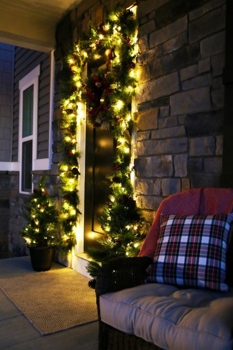 Love these ideas for simple Christmas porch decor! Click through to the post for sources!