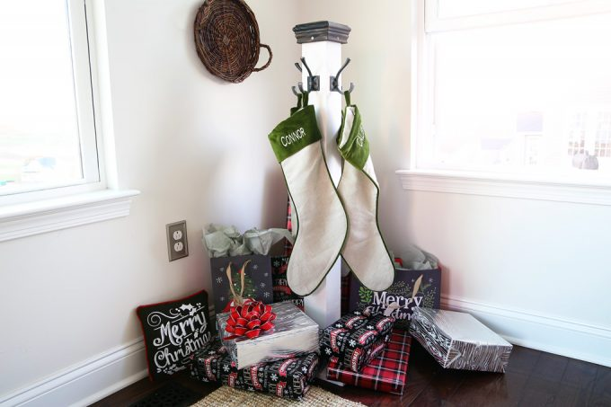This holiday stocking post is a perfect alternative if you don't have a mantel! Beautiful Christmas decor! Click through to the post for instructions!