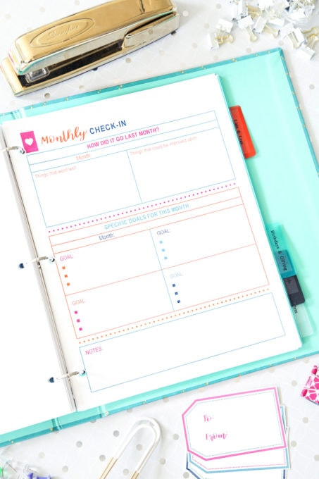 Finance- Free Printable Budget Binder, personal finance, save money, budgeting, saving money, spend less money and save more, financial goals, tracking expenses, checking in with your goals