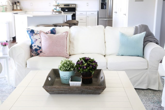 Home, white sofa, white couch, white decor, how to decorate with white