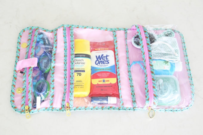 Home Organization- Organized Pool Bag, Beach Bag Organization, Pool Necessities, Beach Essentials, What to Bring to the Pool, Everything You Need for Your Next Beach Trip