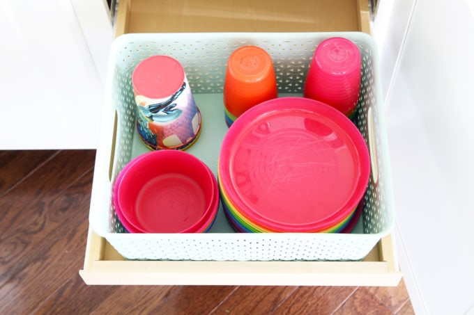 Home Organization- How to Organize Kids' Dishes, Kitchen Organization, Organized Kitchen, Organizing with Kids, Organize your Life, organized children