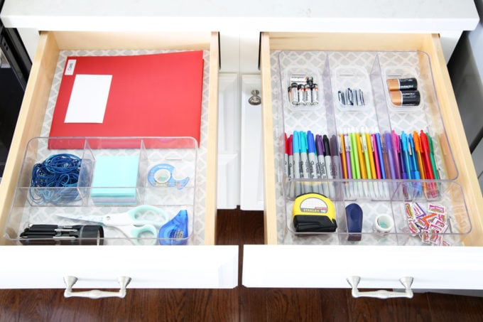 "Home Organization- Organized "" junk drawers "" hold everything you need to keep your home running smoothly on a day to day basis! Command center, back to school, organization, organized, declutter, decluttering, office supplies, school supplies, tools, necessities, storage, pretty storage, labeling, labels, drawer liner, contact paper, filled up organized junk drawers"
