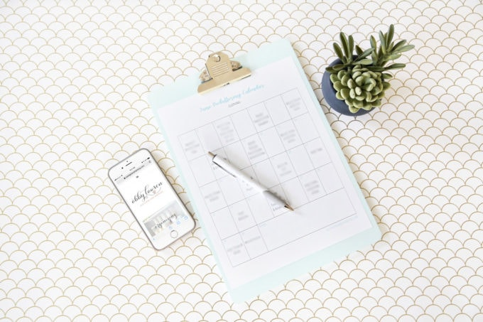 Decluttering Clothes with a Free Printable Decluttering Calendar