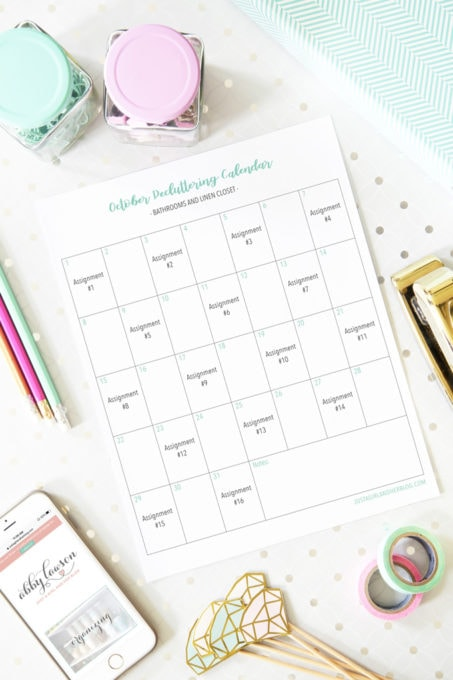 Free Printable Decluttering Calendar for Organizing Bathrooms
