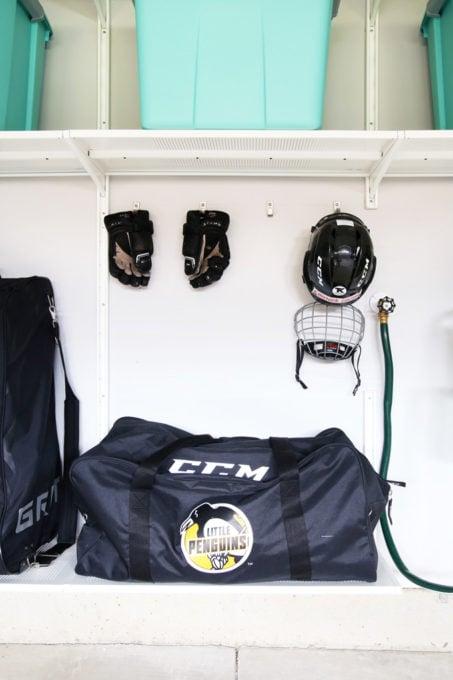 Hokoj por Airing Out Smelly Hockey Equipment