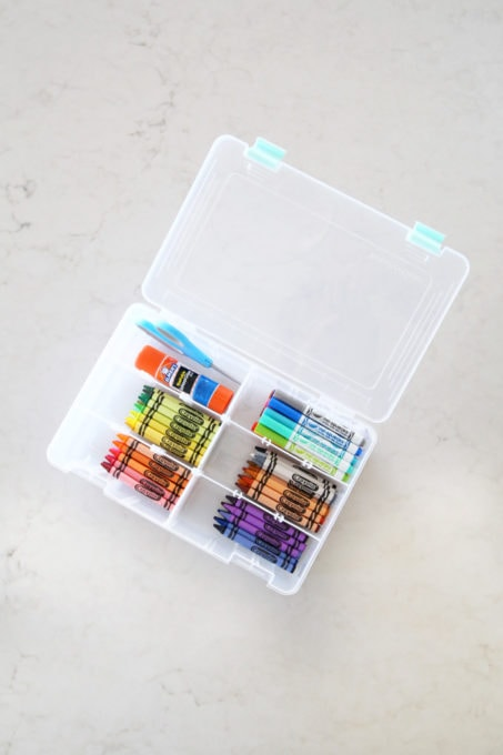 Organized Crayons and Markers Container, This simple portable, organized kids' art station makes it easy for kids to be creative anywhere in the house! | #artstation #artsupplies #organizedkids #organization #organized #organizedwithkids