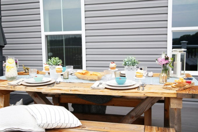 Simple Outdoor Tablescape on a Deck
