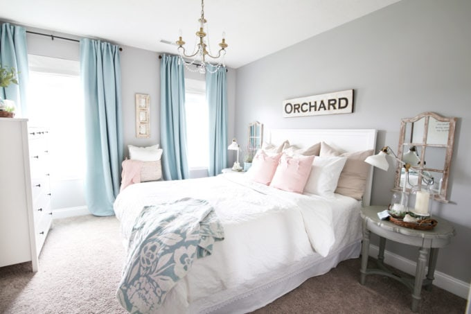 Guest Bedroom in Aqua, Pink, and White
