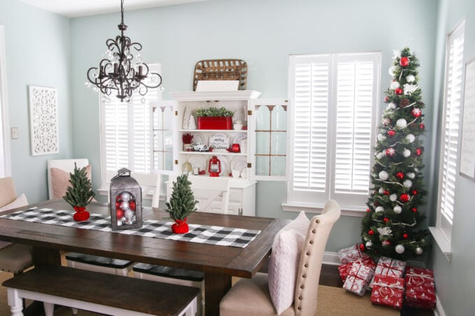 Cottage Style Christmas Dining Room