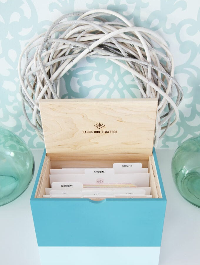 Card box with tabbed dividers